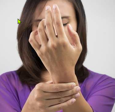 4 Jenis Benjolan di Pergelangan Tangan yang Umum Terjadi